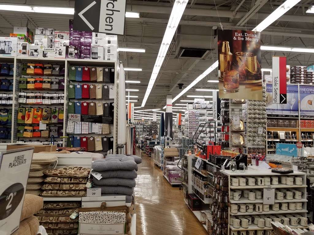 Bed Bath & Beyond - department store  | Photo 1 of 10 | Address: 489 River Rd, Edgewater, NJ 07020, USA | Phone: (201) 840-8808