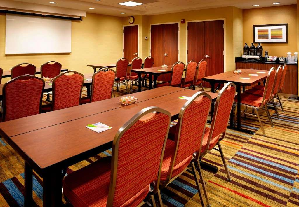 Fairfield Inn by Marriott East Rutherford Meadowlands - lodging  | Photo 4 of 10 | Address: 850 Paterson Plank Rd, East Rutherford, NJ 07073, USA | Phone: (201) 507-5222