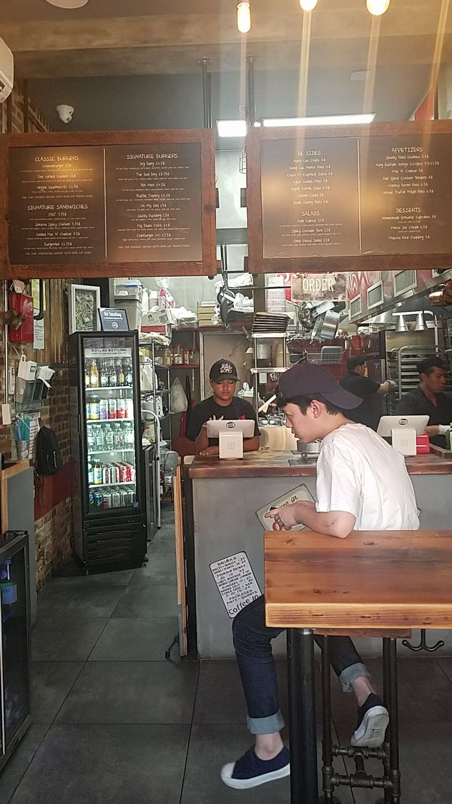 Burger Lab - restaurant  | Photo 9 of 10 | Address: 29-04 Ditmars Blvd, Long Island City, NY 11105, USA | Phone: (929) 454-8825
