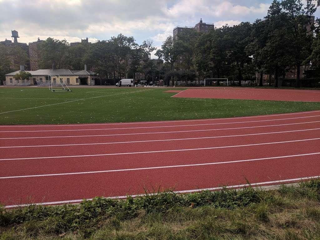 John V. Lindsay East River Park Track - park  | Photo 3 of 10 | Address: 1234 E 6th St, New York, NY 10009, USA | Phone: (212) 639-9675