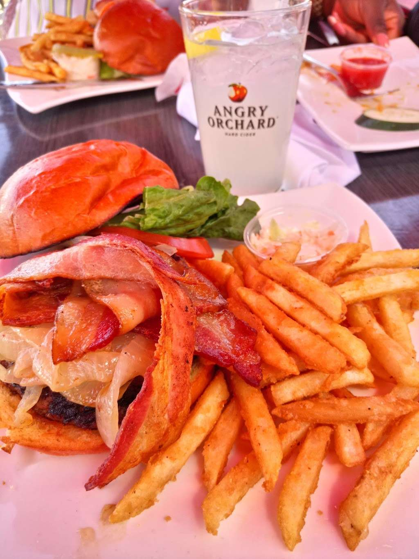 River Dock Cafe - restaurant  | Photo 4 of 10 | Address: 1 Richmond Terrace, Staten Island, NY 10301, USA | Phone: (347) 354-3598