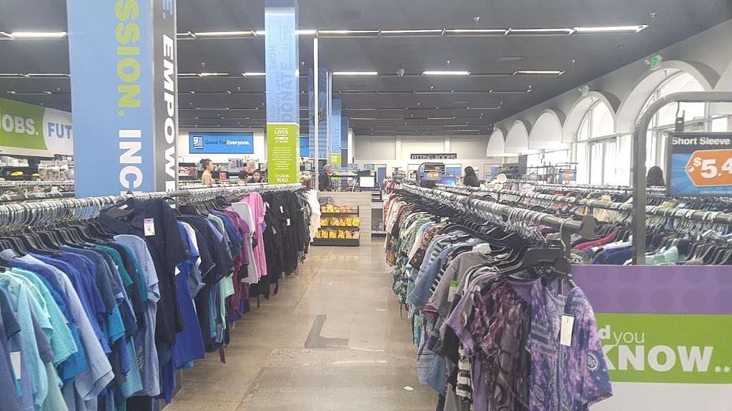 Goodwill - Los Angeles - clothing store  | Photo 4 of 10 | Address: 342 N San Fernando Rd, Los Angeles, CA 90031, USA | Phone: (323) 223-1211