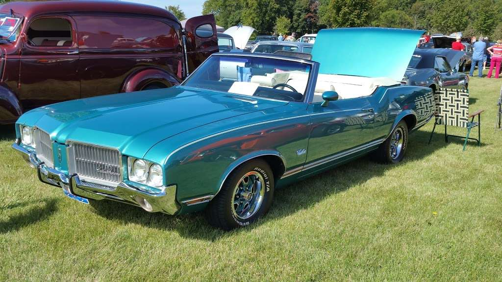 COUNTRY CAR SHOW - car dealer  | Photo 2 of 4 | Address: 2S111 Green Rd, Elburn, IL 60119, USA | Phone: (630) 768-1589