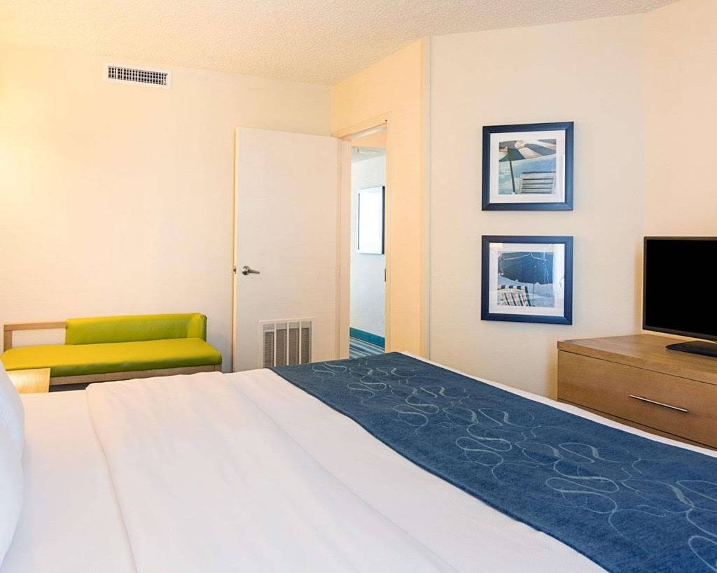 Comfort Suites Beachfront - lodging  | Photo 7 of 10 | Address: 2321 Atlantic Ave, Virginia Beach, VA 23451, USA | Phone: (757) 491-2400