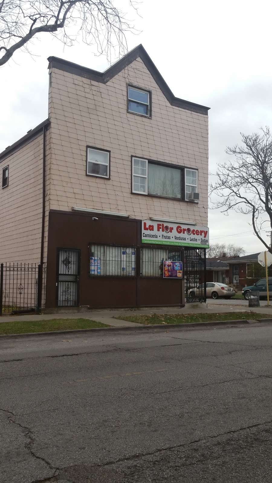 La Flor Grocery Store - store  | Photo 7 of 9 | Address: 10500 S Ave M, Chicago, IL 60617, USA | Phone: (773) 731-9390