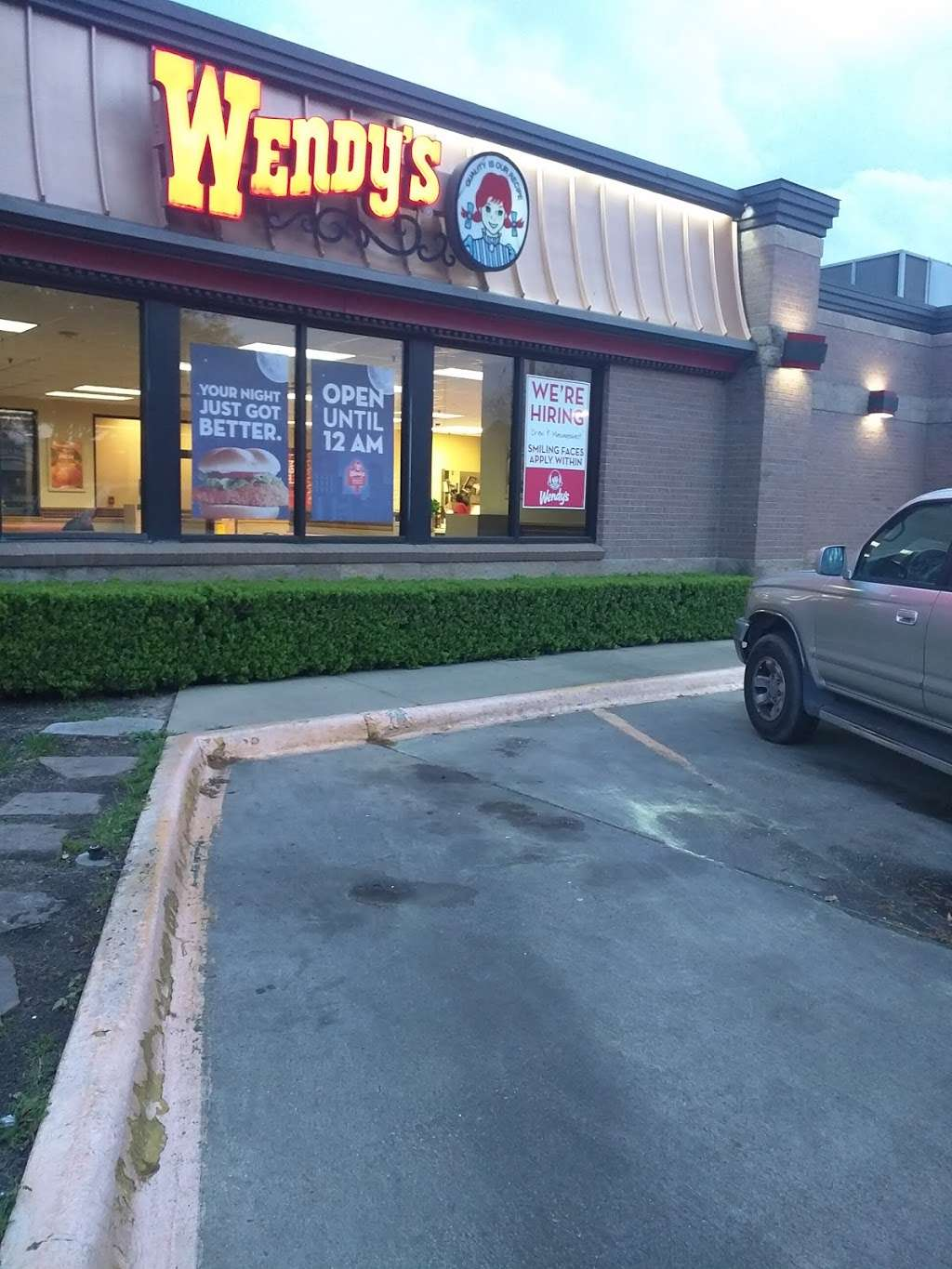 Wendys - restaurant  | Photo 3 of 10 | Address: 1109 League Line Rd, Conroe, TX 77303, USA | Phone: (936) 856-2827