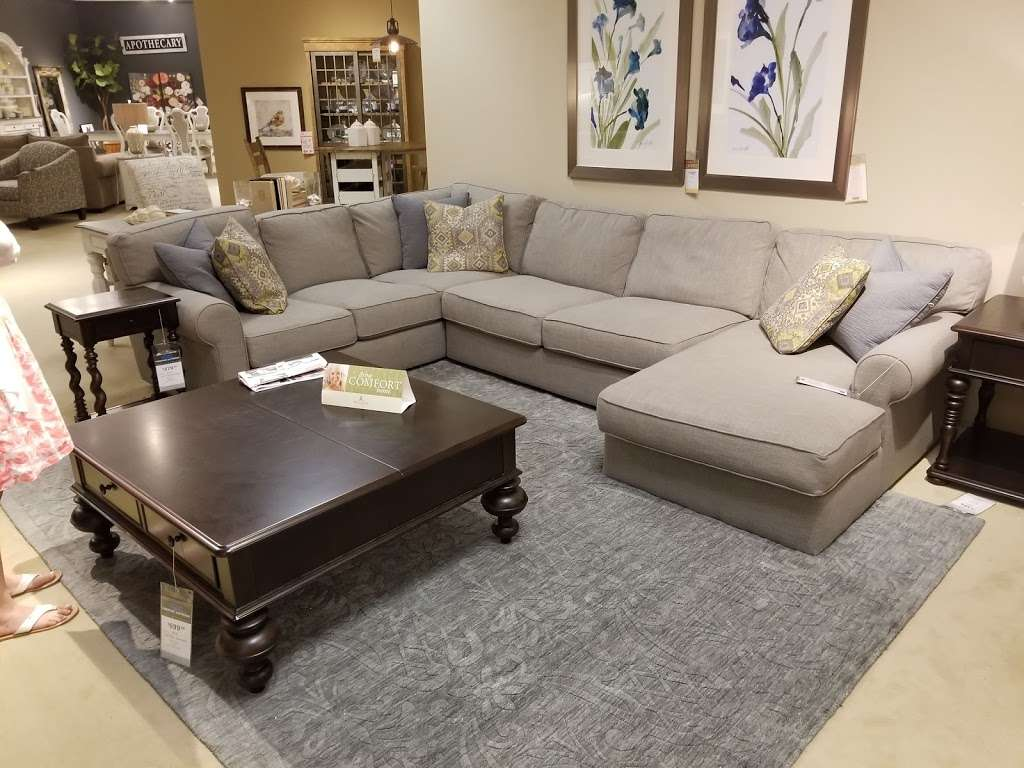 Star Furniture - furniture store  | Photo 2 of 10 | Address: 20010 Gulf Fwy, Webster, TX 77598, USA | Phone: (281) 338-2471