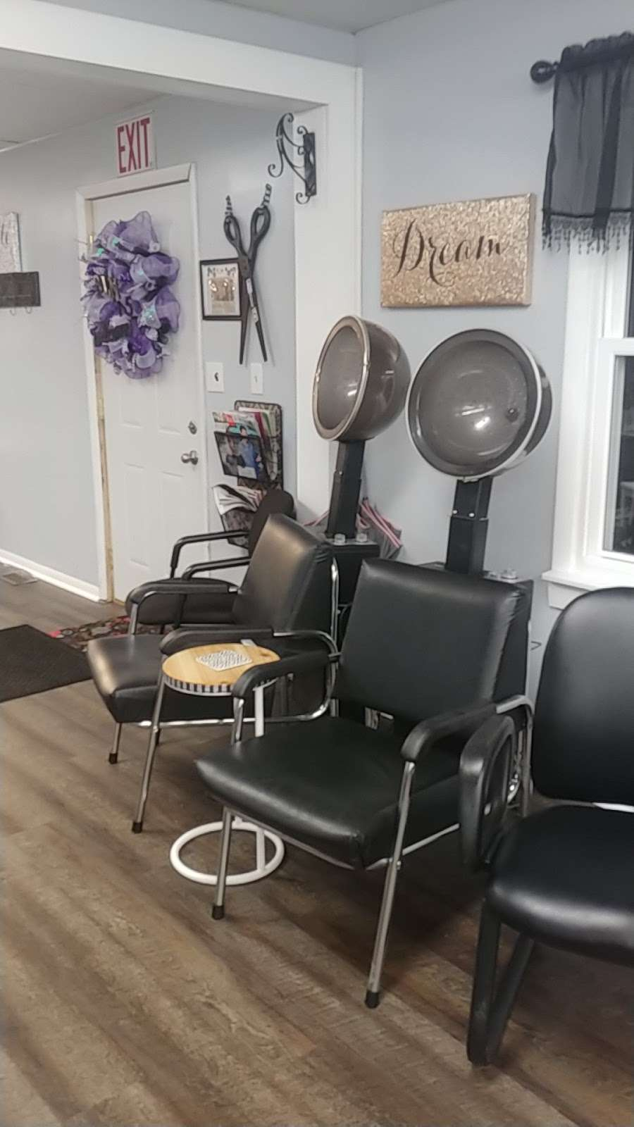 Salon 715 - hair care  | Photo 1 of 10 | Address: 715 N A St, Elwood, IN 46036, USA | Phone: (765) 552-9247