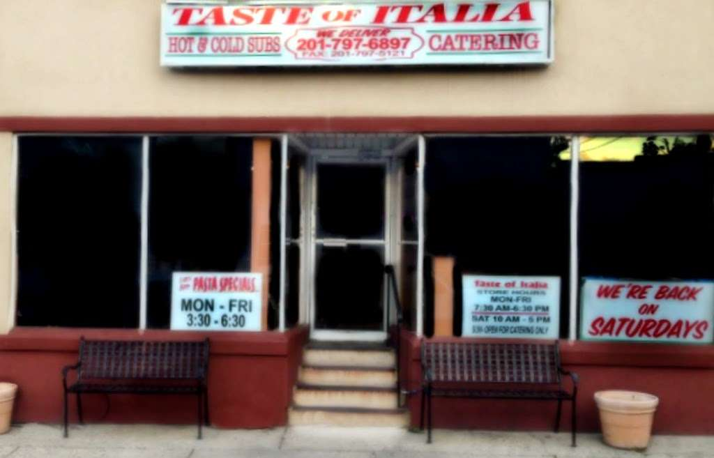 Taste of Italia - restaurant  | Photo 4 of 10 | Address: 229 Elm St, Elmwood Park, NJ 07407, USA | Phone: (201) 797-6897