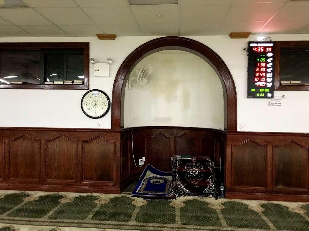 Baitul Mamur Masjid & Community Center - mosque  | Photo 9 of 10 | Address: 1033 Glenmore Ave, Brooklyn, NY 11208, USA | Phone: (718) 437-5702
