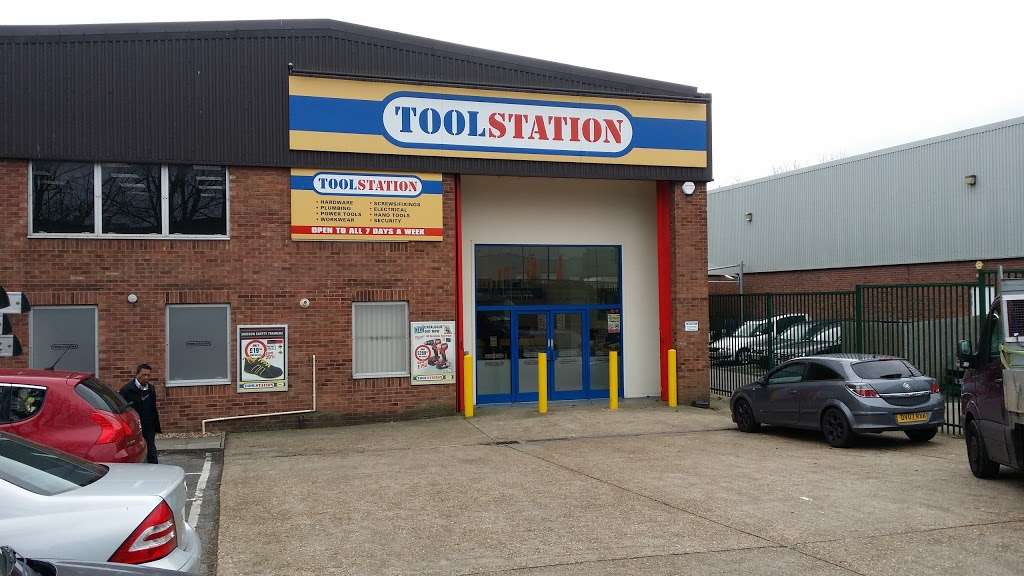 Toolstation Colindale - hardware store  | Photo 1 of 5 | Address: Unit 75, Capitol Industrial Park, Capitol Way, London NW9 0EW, UK | Phone: 0808 100 7211