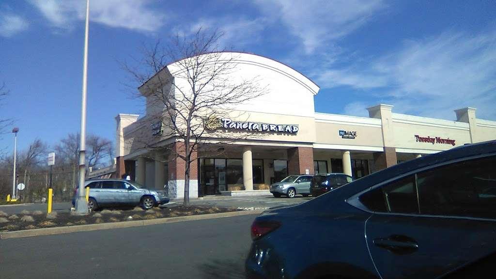 Paramus Town Square - shopping mall    Photo 6 of 10   Address: 240 NJ-17, Paramus, NJ 07652, USA   Phone: (914) 576-7500