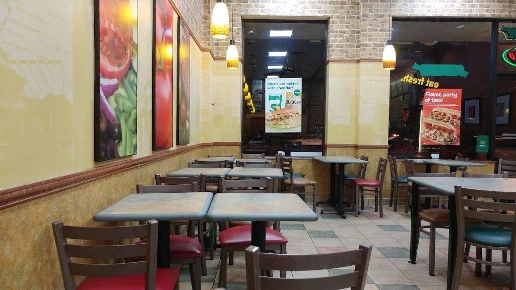 Subway Restaurants - restaurant  | Photo 4 of 8 | Address: 2010 John Fitzgerald Kennedy Blvd, Union City, NJ 07087, USA | Phone: (201) 325-0060