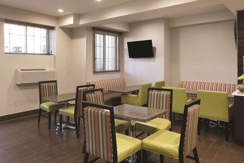 La Quinta Inn & Suites Brooklyn East - lodging  | Photo 10 of 10 | Address: 1412 Pitkin Ave, Brooklyn, NY 11233, USA | Phone: (718) 735-0915