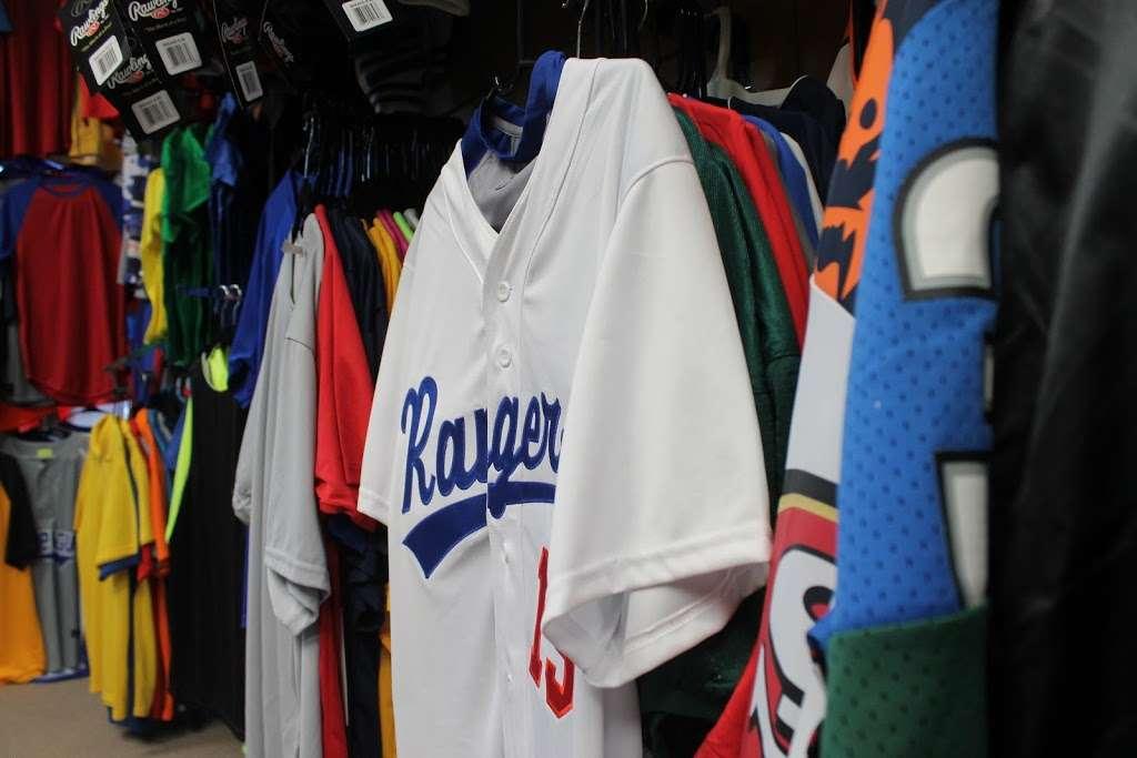 J&J Sport Pro - clothing store  | Photo 5 of 10 | Address: 7515 Myrtle Ave, Glendale, NY 11385, USA | Phone: (718) 821-1948
