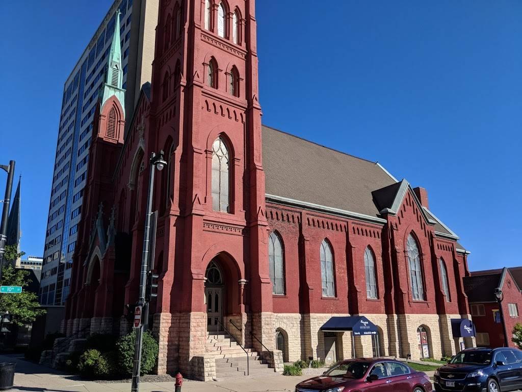 Calvary Presbyterian Church - church  | Photo 2 of 10 | Address: 628 N 10th St, Milwaukee, WI 53233, USA | Phone: (414) 271-8782