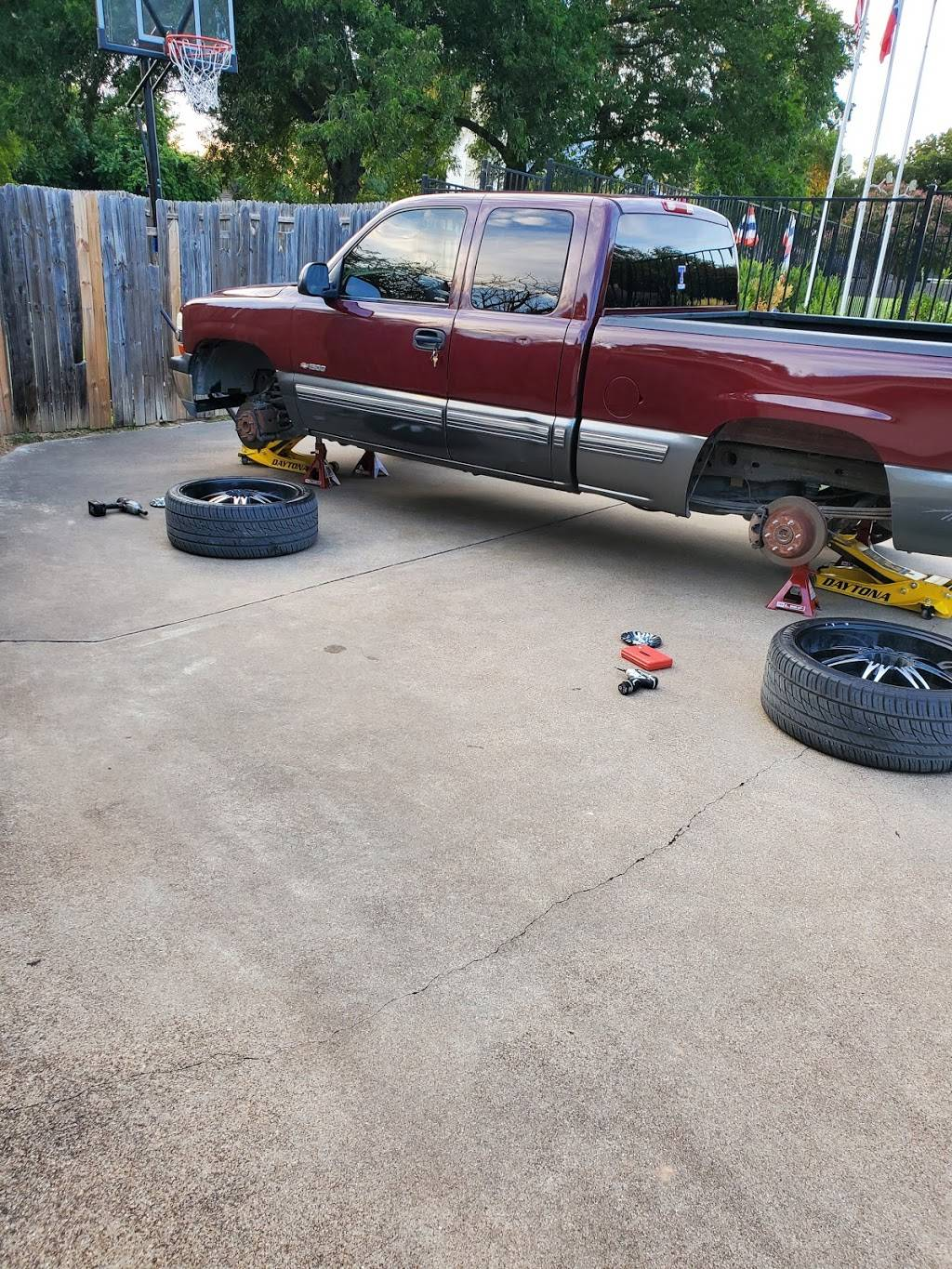 Great Days Tires LLC (Mobile) - car repair  | Photo 3 of 6 | Address: The pin located at 32.661661, -96.958202 should be removed or moved to 8334, Timberbrook Ln, Dallas, TX 75249, USA | Phone: (214) 552-4414