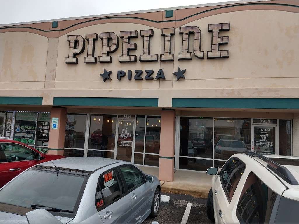 The Pipeline Pizza - restaurant  | Photo 3 of 10 | Address: 3931 Spencer Hwy, Pasadena, TX 77504, USA | Phone: (832) 386-0000