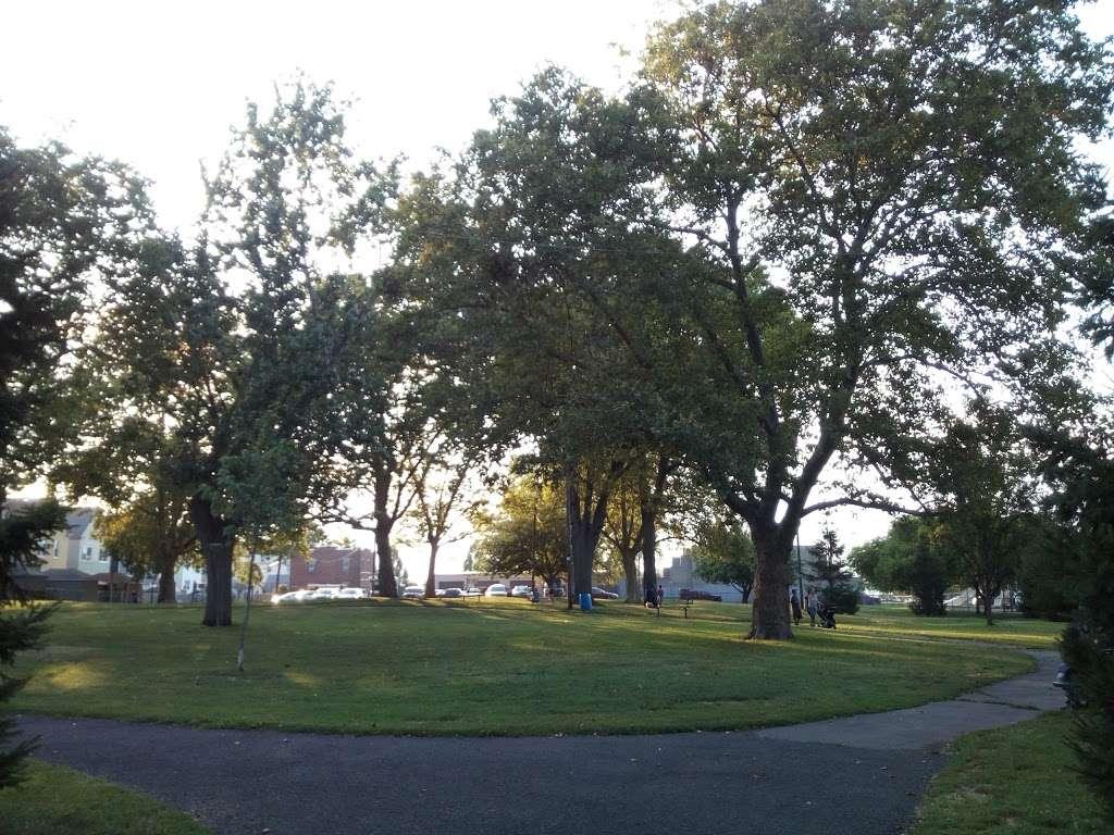 G. Thomas DiDomenico Park - park  | Photo 2 of 8 | Address: 375-409 Avenue A, Bayonne, NJ 07002, USA