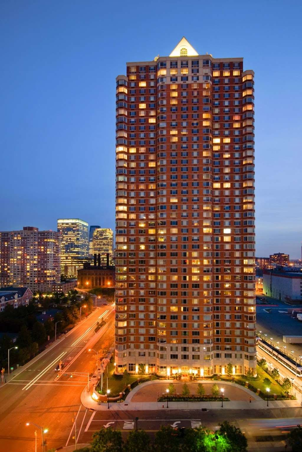 M2 at Marbella - real estate agency  | Photo 2 of 10 | Address: 401 Washington Blvd, Jersey City, NJ 07310, USA | Phone: (201) 620-2338
