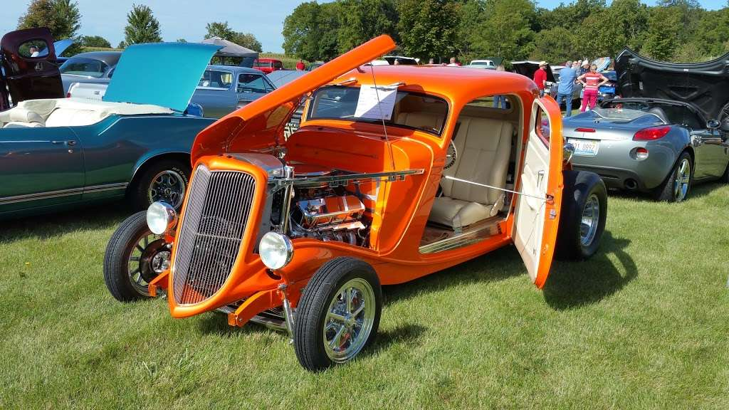 COUNTRY CAR SHOW - car dealer  | Photo 1 of 4 | Address: 2S111 Green Rd, Elburn, IL 60119, USA | Phone: (630) 768-1589
