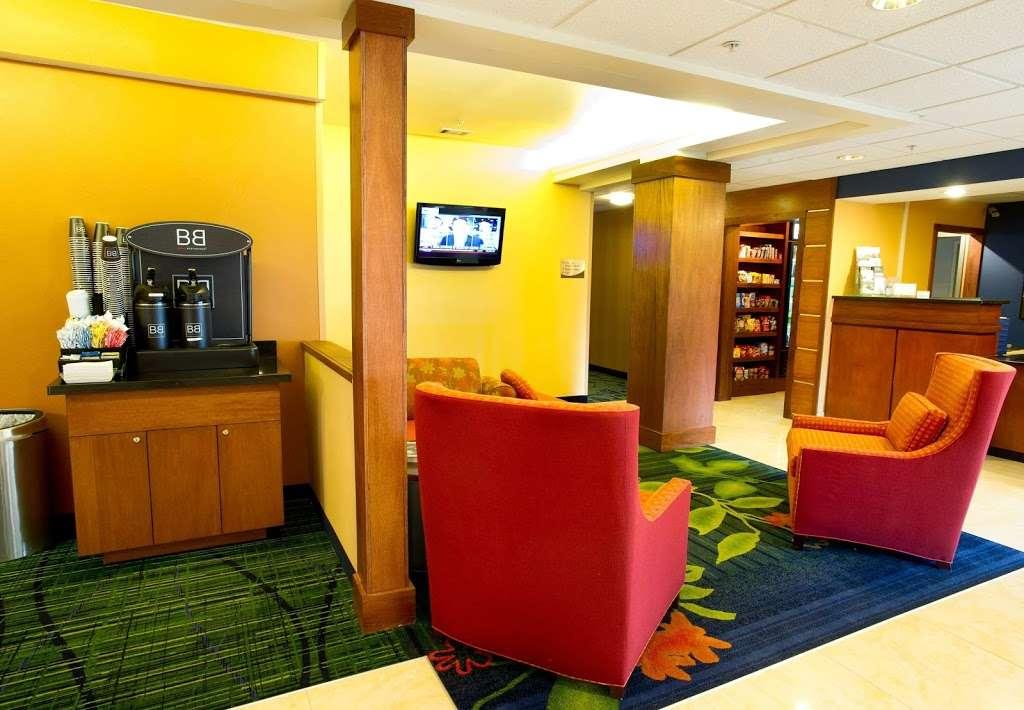 Fairfield Inn & Suites by Marriott Dallas DFW Airport North/Irvi - lodging  | Photo 8 of 9 | Address: 4800 W John Carpenter Fwy, Irving, TX 75063, USA | Phone: (972) 929-7257