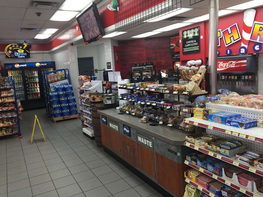 Raceway - convenience store  | Photo 2 of 10 | Address: 3815 Brookshire Blvd, Charlotte, NC 28216, USA | Phone: (704) 391-0071