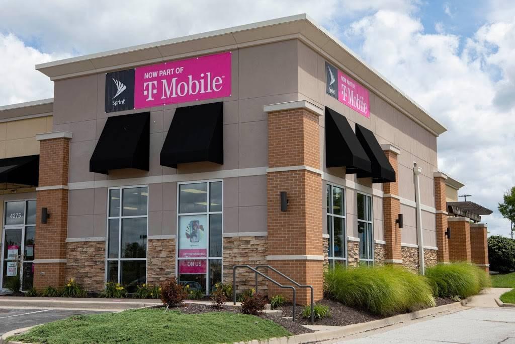 T-Mobile - electronics store  | Photo 1 of 5 | Address: 9540 N Garnett Rd Ste 113, Owasso, OK 74055, USA | Phone: (918) 274-4388