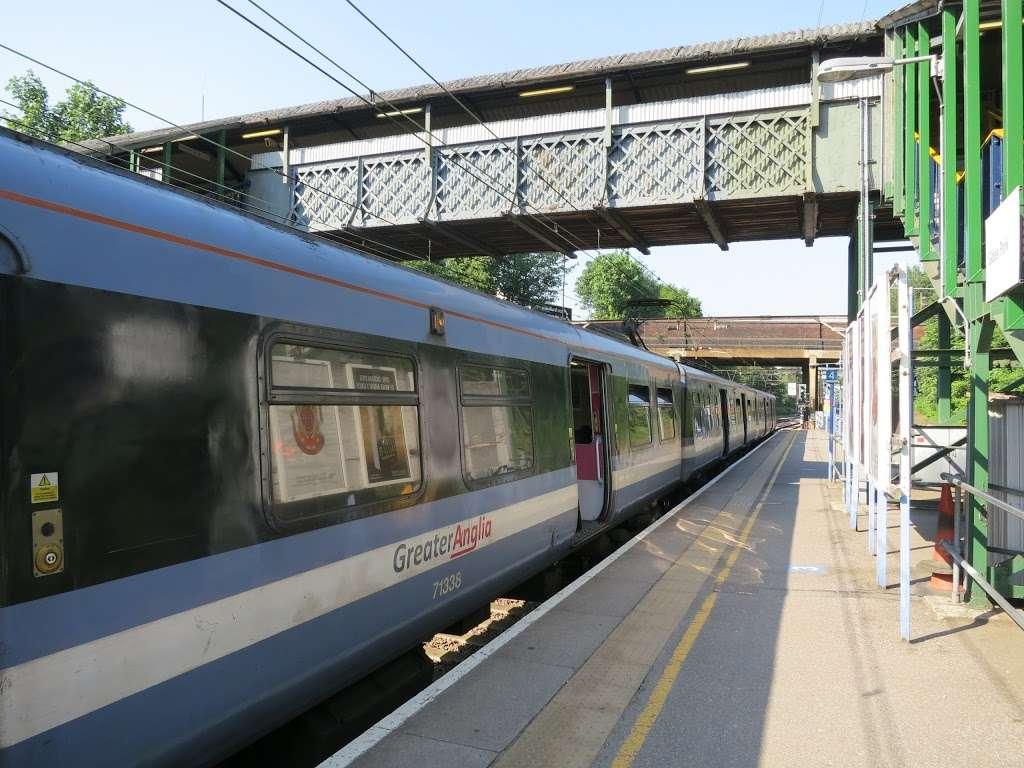 Gidea Park - train station  | Photo 6 of 10 | Address: Station Rd, Romford RM2 6BX, UK | Phone: 0343 222 1234