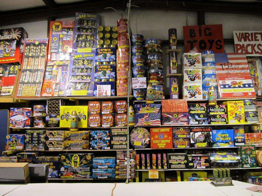 Fireworks Superstore - store  | Photo 2 of 8 | Address: 13901 Hwy 6, Arcola, TX 77583, USA | Phone: (281) 431-8716