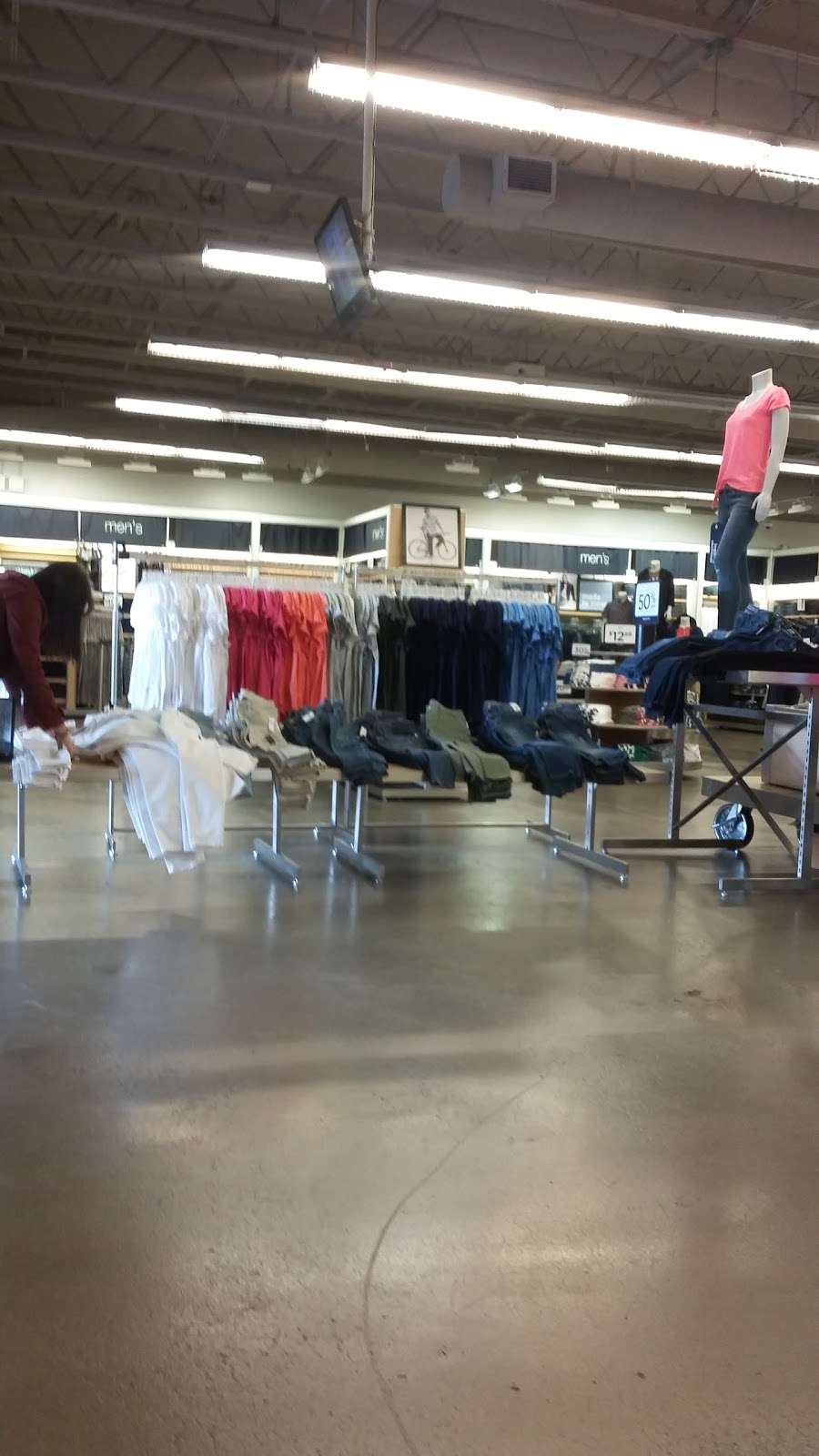 Gap Outlet - clothing store    Photo 8 of 10   Address: 17600 Collier Ave, Lake Elsinore, CA 92530, USA   Phone: (951) 245-6003