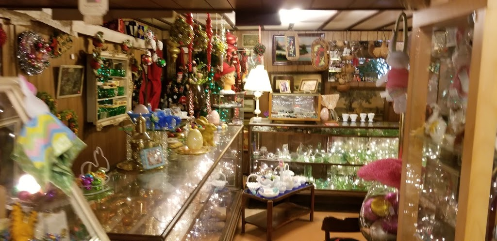 Antique Treasures - home goods store  | Photo 2 of 10 | Address: 55 Roadside Dr, Shartlesville, PA 19554, USA | Phone: (610) 488-1545