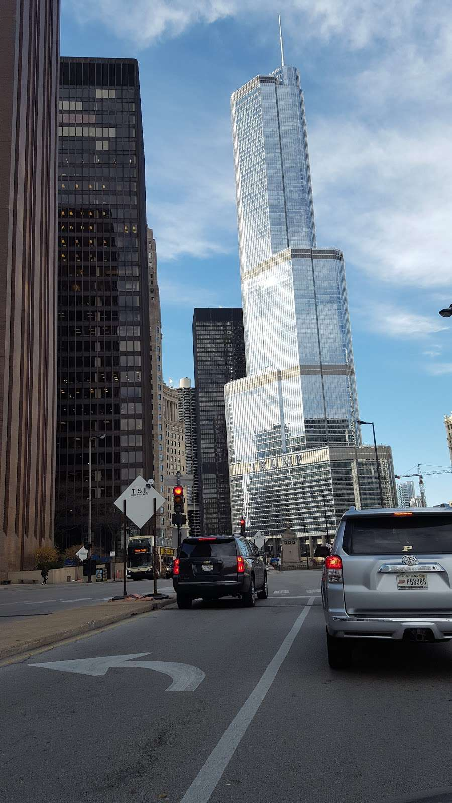 City of Chicago Central Auto Pound - storage  | Photo 5 of 10 | Address: 400 E Lower Wacker Dr, Chicago, IL 60601, USA | Phone: (312) 744-7550