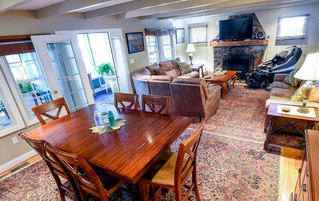 Red Point Lighthouse Vacation Rentals - real estate agency    Photo 4 of 10   Address: 115 S Main St, North East, MD 21901, USA   Phone: (443) 553-5363