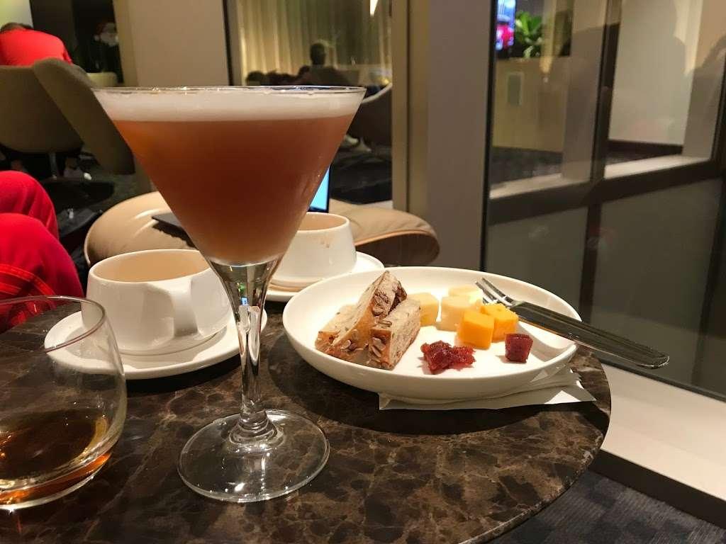 Oneworld Business Lounge - cafe    Photo 2 of 10   Address: 1 World Way, Los Angeles, CA 90045, USA   Phone: (310) 348-0750