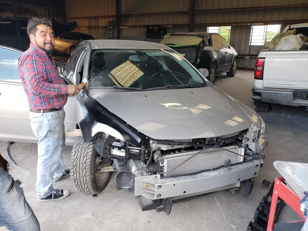 T&H Collision Repair And Detailing - car repair  | Photo 8 of 10 | Address: 108 Ranch Rd #6086c, Laredo, TX 78043, USA | Phone: (956) 568-7290