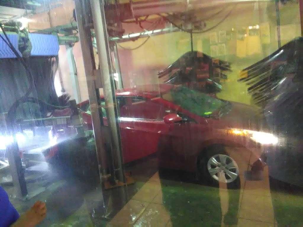Posh Car Wash & Express Lube - car wash  | Photo 8 of 10 | Address: 400 S White Horse Pike, Stratford, NJ 08084, USA | Phone: (856) 784-2323