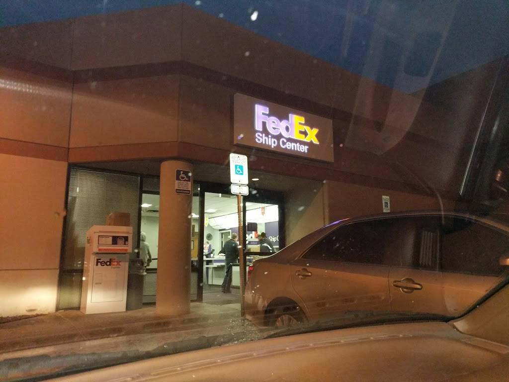 FedEx Ship Center - store  | Photo 7 of 9 | Address: 1121 W Cheyenne Ave, North Las Vegas, NV 89030, USA | Phone: (800) 463-3339