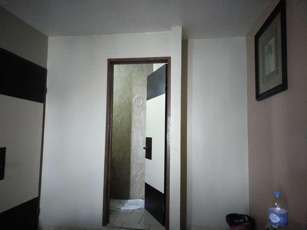 Motel El Mirador - lodging  | Photo 3 of 10 | Address: Gral. Ramón Arnaiz, Soler, 22530 Tijuana, B.C., Mexico | Phone: 664 166 2761