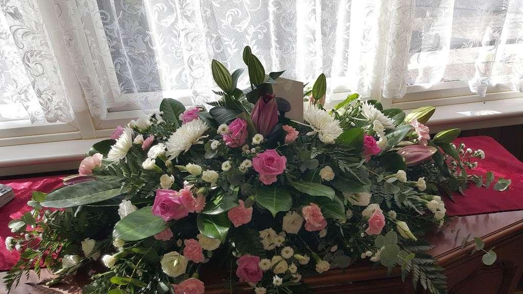 Ashlea Flowers - florist  | Photo 2 of 5 | Address: Ashlea Nursery, Birchwood Rd, Dartford DA2 7HQ, UK | Phone: 01322 666555