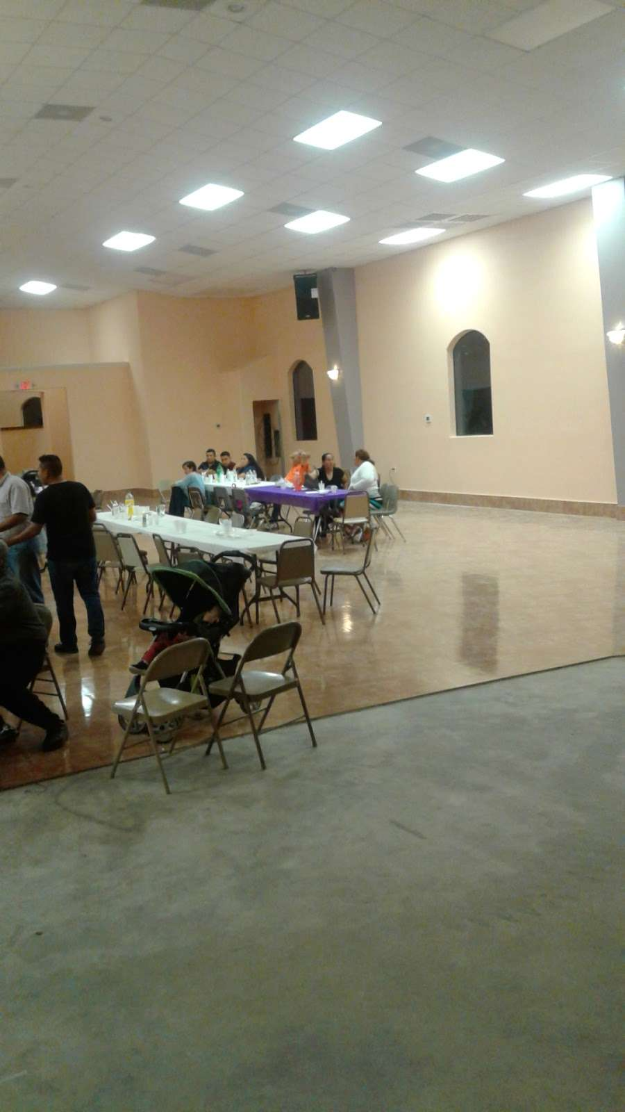 Iglesia De Dios Fuente De Vida - church  | Photo 8 of 10 | Address: 3125 Frick Rd, Houston, TX 77038, USA | Phone: (713) 498-0609