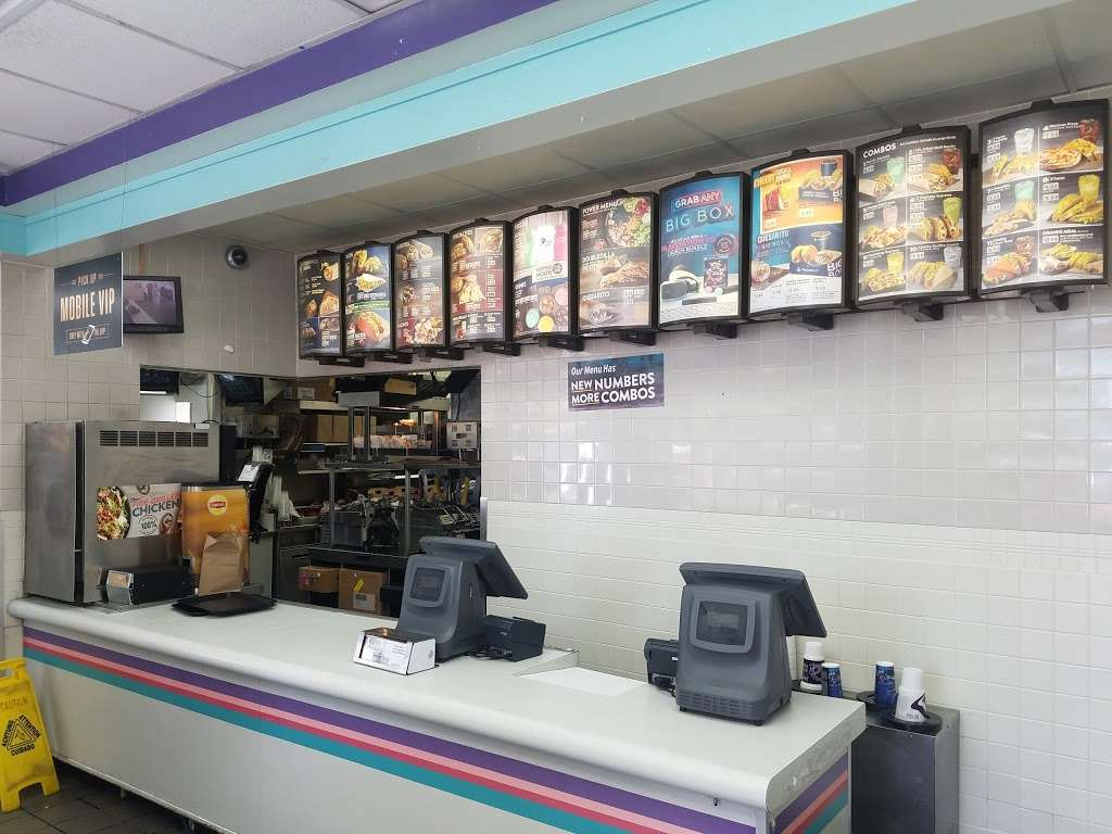 Taco Bell - meal takeaway  | Photo 3 of 10 | Address: 3500 W Broward Blvd, Fort Lauderdale, FL 33312, USA | Phone: (954) 581-1717
