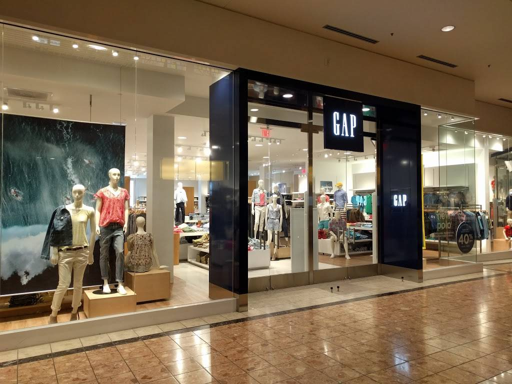 Gap - clothing store  | Photo 5 of 8 | Address: 1178 St Louis Galleria St, Richmond Heights, MO 63117, USA | Phone: (314) 727-5996