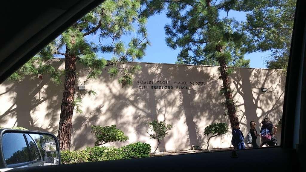 Robert Frost Middle School - school  | Photo 10 of 10 | Address: 12314 Bradford Pl, Granada Hills, CA 91344, USA | Phone: (818) 832-6900