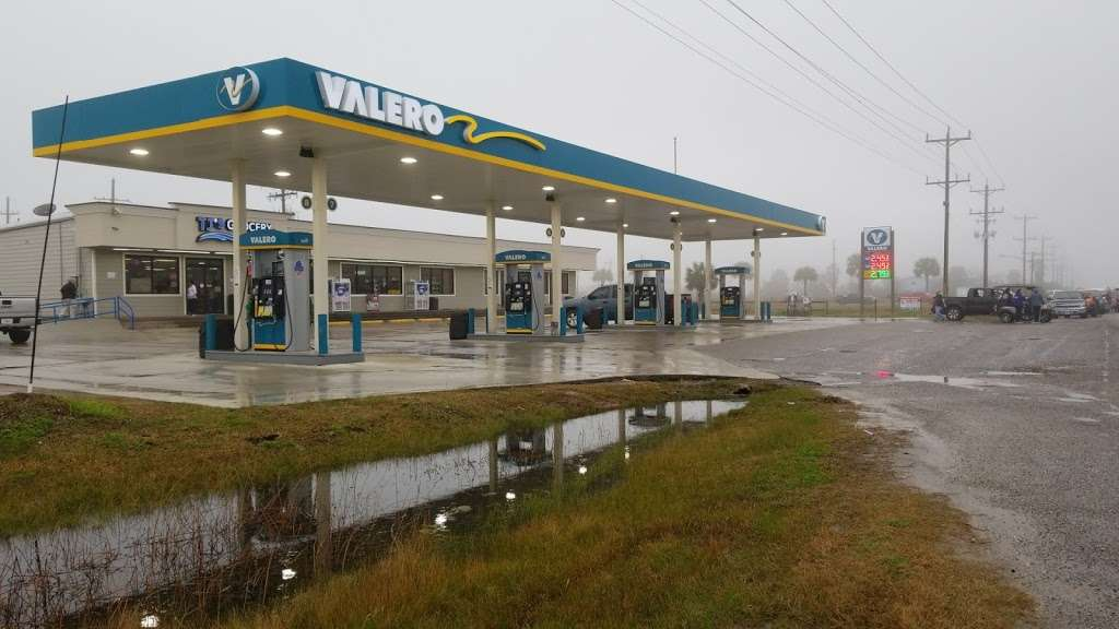 T Js Grocery - gas station  | Photo 1 of 5 | Address: 1366 State Hwy 87, Crystal Beach, TX 77650, USA | Phone: (409) 684-4161