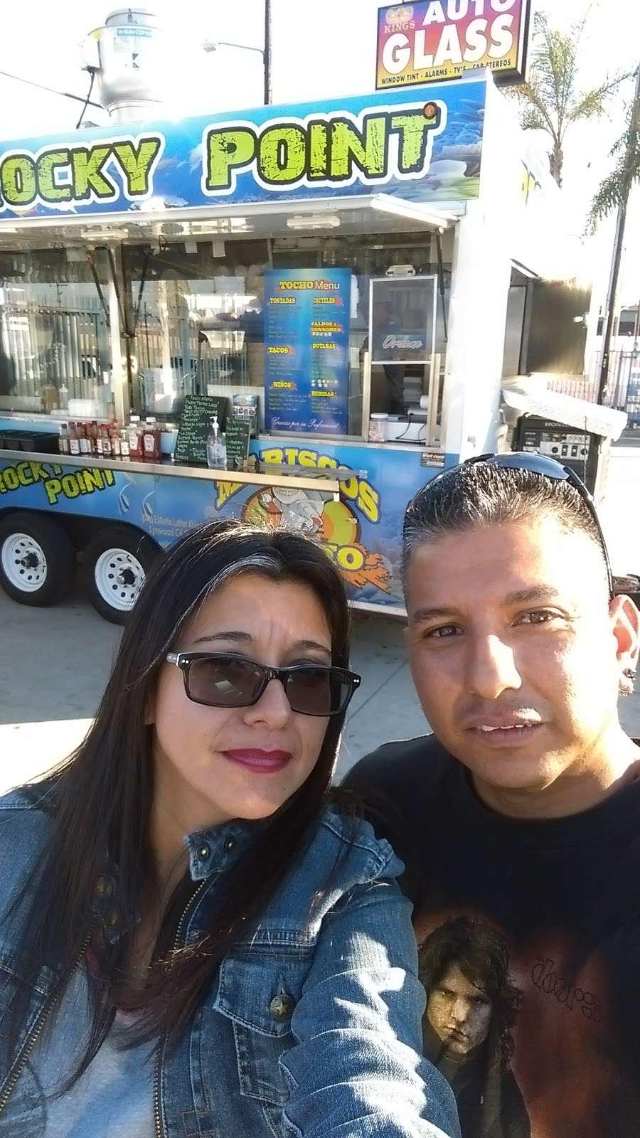 Mariscos Tocho - restaurant  | Photo 8 of 10 | Address: 11299 Alameda St, Los Angeles, CA 90059, USA | Phone: (562) 415-7519