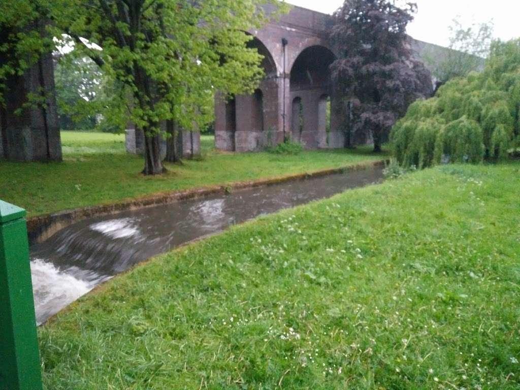 Arnos Park - park  | Photo 3 of 10 | Address: 120 Morton Way, Arnos Grove, London N14 7AL, UK