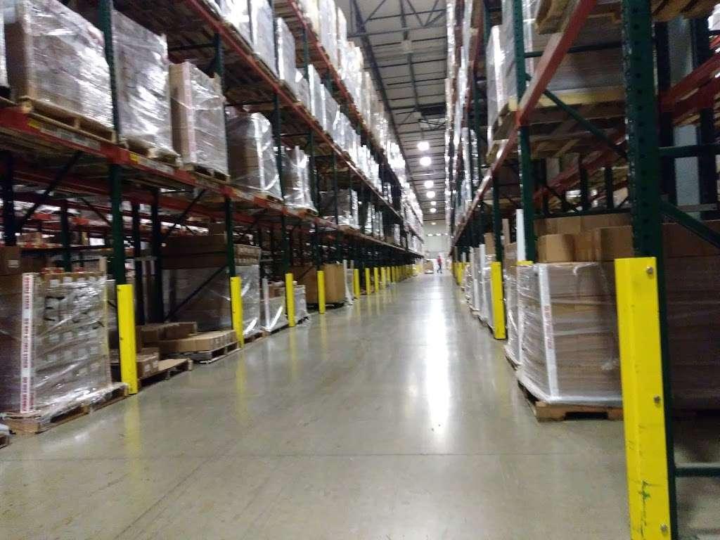 LeSaint Logistics - storage  | Photo 4 of 8 | Address: 868 W Crossroads Pkwy, Romeoville, IL 60446, USA | Phone: (630) 243-5950
