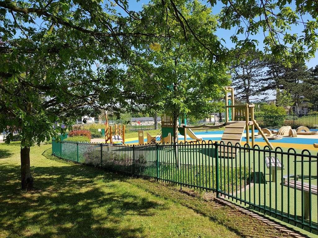 Panoramic Park - park  | Photo 6 of 10 | Address: Millbrook Park, London NW7 1RF, UK