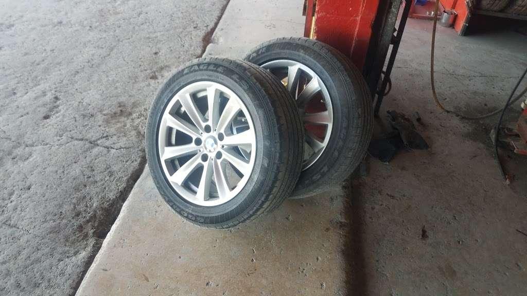 Alfonsos Tire & Wheels - car repair  | Photo 9 of 10 | Address: 432 Main St, Schertz, TX 78154, USA | Phone: (210) 658-4020